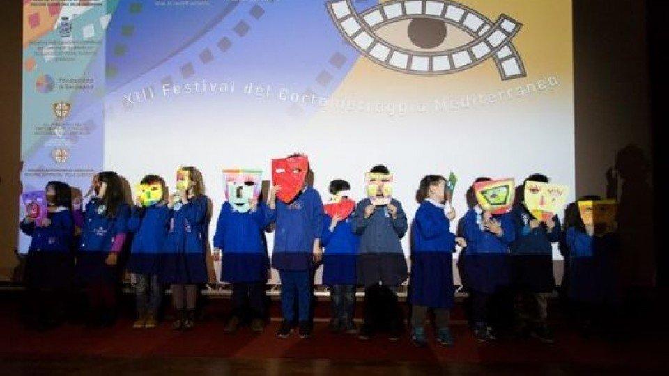 Quinta giornata: piccoli illustratori in erba crescono a Passaggi d'Autore: applausi per il corto di animazione realizzato dai bambini della scuola primaria condotto da Magda Guidi